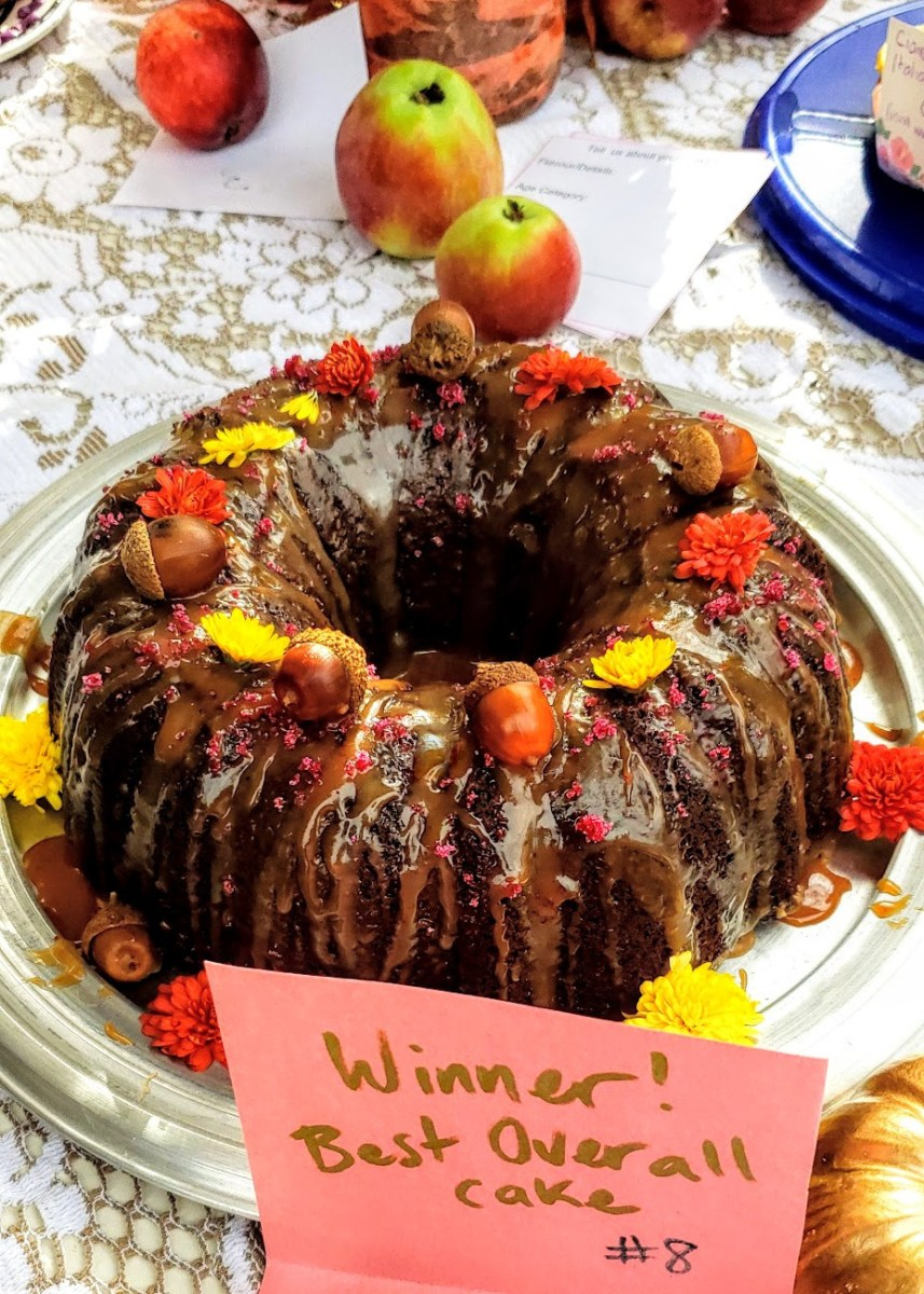 Sticky Toffee Acorn Bundt Cake: A Prize Winning Recipe!
